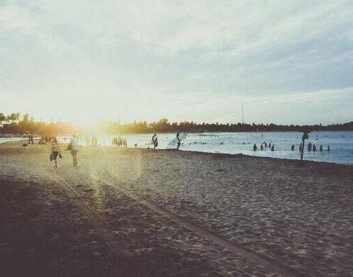 יום חם ושמשי על החוף