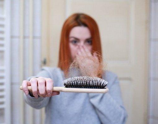 שיער נושר על המסרק
